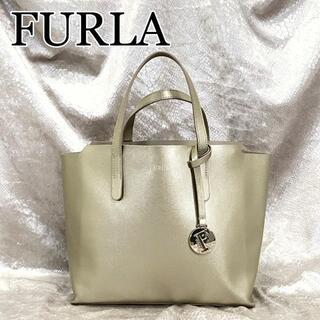 フルラ(Furla)の☆極美品☆FURLA サリー Sトートバッグ ハンドバッグ ゴールド シュリンク(ハンドバッグ)