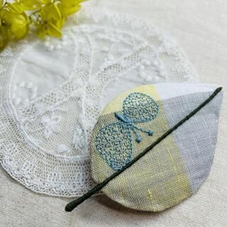 ミナペルホネン(mina perhonen)の⚮̈ミナペルホネン生地使用⚮̈happaブローチ⑨ 手刺繍入り(コサージュ/ブローチ)