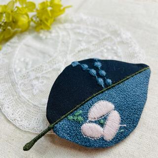 ミナペルホネン(mina perhonen)の⚮̈ミナペルホネン生地使用⚮̈happaブローチ⑩ 手刺繍入り(コサージュ/ブローチ)