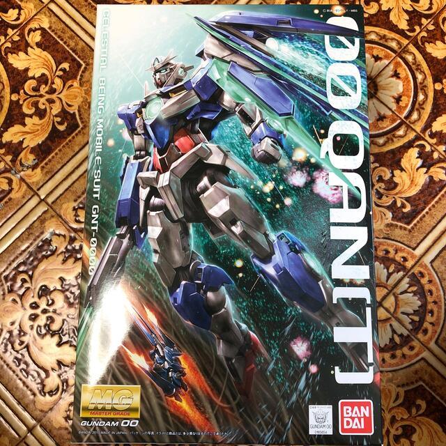 BANDAI(バンダイ)のMG ダブルオークアンタ エンタメ/ホビーのおもちゃ/ぬいぐるみ(模型/プラモデル)の商品写真