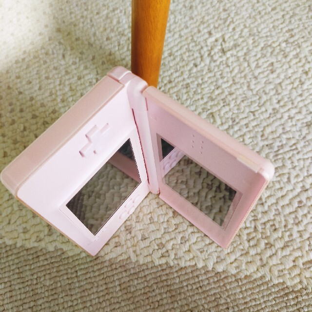 ニンテンドーDS(ニンテンドーDS)のNintendo DS lite ピンク 充電ケーブル エンタメ/ホビーのゲームソフト/ゲーム機本体(携帯用ゲーム機本体)の商品写真