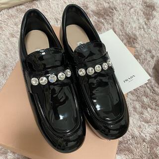 ミュウミュウ(miumiu)のMIUMIU ローファー(ローファー/革靴)