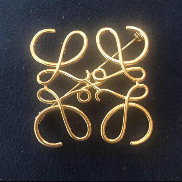 ZARA(ザラ)のアナグラム ブローチ レディースのアクセサリー(ブローチ/コサージュ)の商品写真