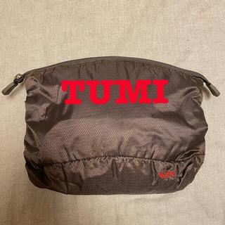 トゥミ(TUMI)の【美品・未使用】TUMIのポーチ 光沢あり(セカンドバッグ/クラッチバッグ)