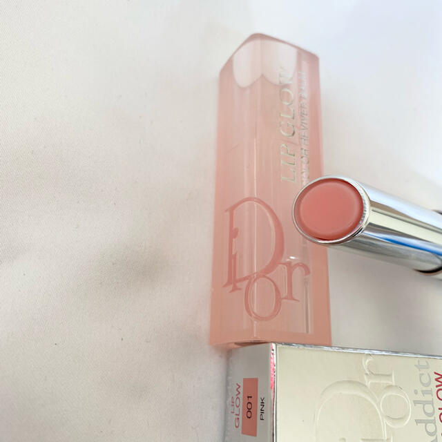 Dior(ディオール)の新品 Dior アディクト リップ グロー 001 ピンク リップバーム コスメ/美容のスキンケア/基礎化粧品(リップケア/リップクリーム)の商品写真