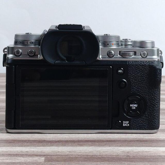 富士フイルム(フジフイルム)のFUJIFILM 富士フイルム X-T4 ボディ シルバー おまけ多数 スマホ/家電/カメラのカメラ(ミラーレス一眼)の商品写真