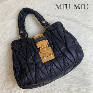 ミュウミュウ(miumiu)の【美品!✨】ミュウミュウ ハンドバッグ マテラッセ レザー ブラック 金具(ハンドバッグ)