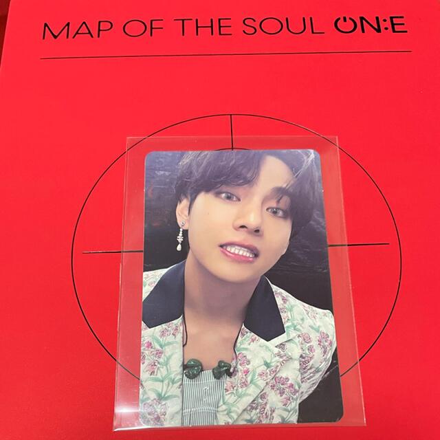 防弾少年団(BTS)(ボウダンショウネンダン)のV テテ トレカ BTS MAP OF THE SOUL ON:E   エンタメ/ホビーのタレントグッズ(アイドルグッズ)の商品写真