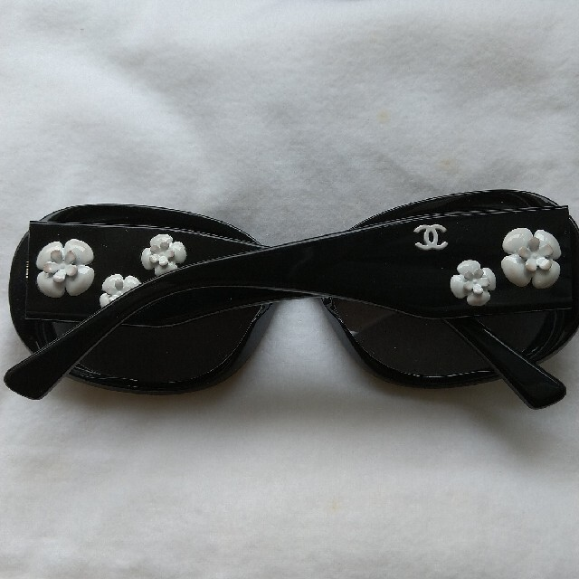 CHANEL(シャネル)のCHANELカメリアサングラス レディースのファッション小物(サングラス/メガネ)の商品写真