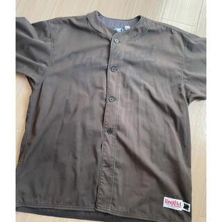 アンディフィーテッド(UNDEFEATED)のUNDEFEATED アンディフィーテッド ベースボールシャツ ブラウン XL(シャツ)