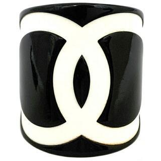 シャネル(CHANEL)のシャネル バングル ブラック ホワイト ココマーク(ブレスレット)