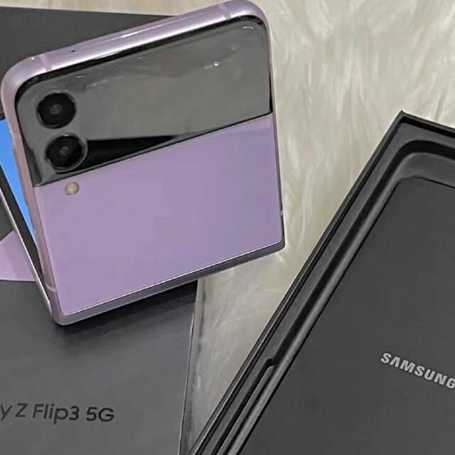 Samsung Galaxy Z Flip3 5G ラベンダーSIMフリー スマホ/家電/カメラのスマートフォン/携帯電話(スマートフォン本体)の商品写真