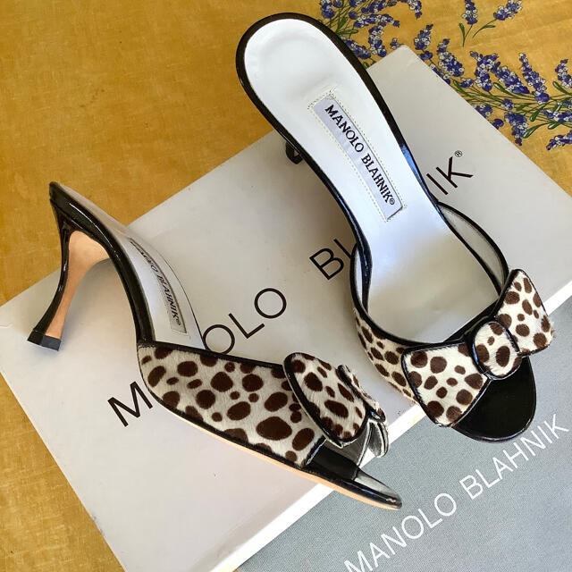 MANOLO BLAHNIK(マノロブラニク)の新品!憧れのマノロブラニク リボンサンダル ハラコダルメシアン 21.5~22㎝ レディースの靴/シューズ(サンダル)の商品写真