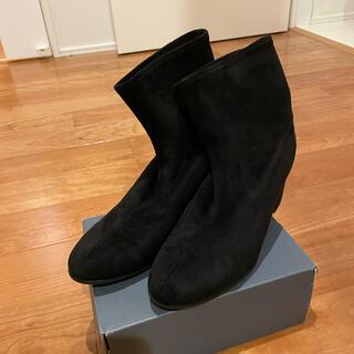 ユニクロ(UNIQLO)のUNIQLO スウェード ショートブーツ ブラック 美品(ブーツ)