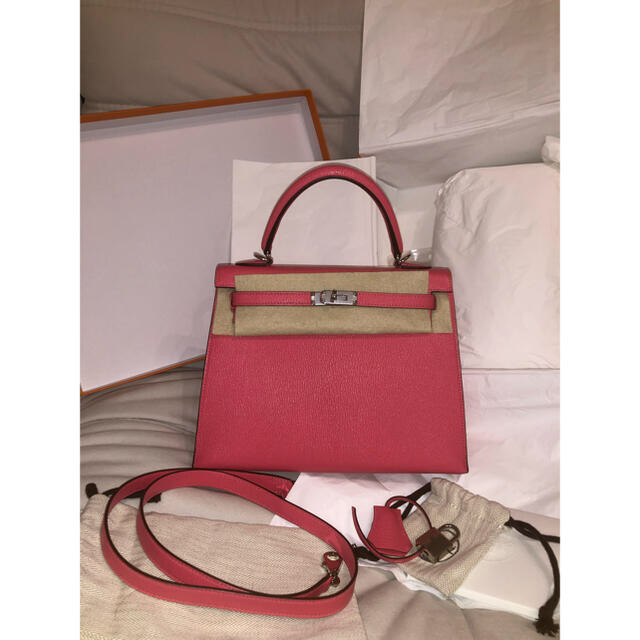 Hermes(エルメス)のエルメス ケリー25 ローズリップスティック シェーブルミゾール レディースのバッグ(ショルダーバッグ)の商品写真