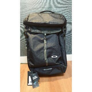 オークリー(Oakley)のオークリー ESSENTIAL BOX PACK 32L ブラック 1度使用(バッグパック/リュック)
