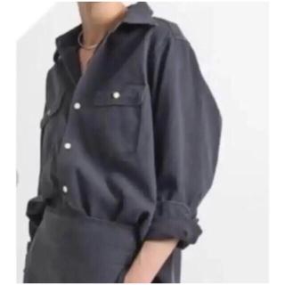 マディソンブルー(MADISONBLUE)の美品 MADISON BLUE バックサテンシャツ ブラック(シャツ/ブラウス(長袖/七分))