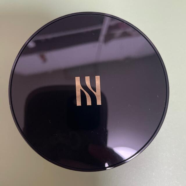 新バージョン 新品未使用 HERA ヘラ ブラック クッション ファンデ21N1 コスメ/美容のベースメイク/化粧品(ファンデーション)の商品写真