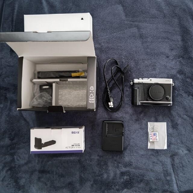 富士フイルム(フジフイルム)の富士フイルム X−E3 ボディ シルバー スマホ/家電/カメラのカメラ(ミラーレス一眼)の商品写真