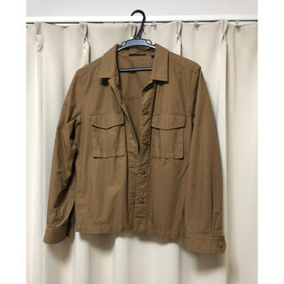 ユニクロ(UNIQLO)のUNIQLO ミリタリーシャツジャケット ブラウン(ミリタリージャケット)