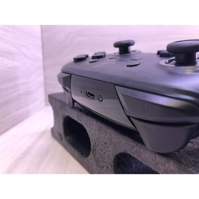 Nintendo Switch(ニンテンドースイッチ)の準美品!Nintendo Switch 純正プロコントローラー エンタメ/ホビーのゲームソフト/ゲーム機本体(その他)の商品写真