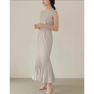 ノーブル(Noble)のL'Or Mermaid Pleats Dress Greige(ロングスカート)