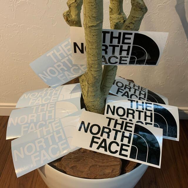 ノースフェイス カッティングステッカー 黒 4枚 白 4枚 8枚セット スポーツ/アウトドアのアウトドア(登山用品)の商品写真
