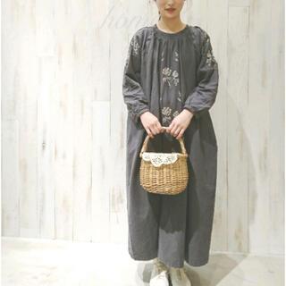 SM2 - Samansa Mos2・花刺繍ピンタックワンピース・チャコール