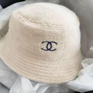 *素敵?シャネルロゴ バケットハット ベージュにネイビー  帽子#8374