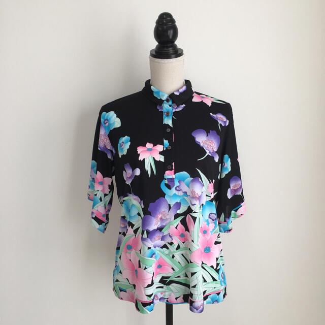 LEONARD(レオナール)の美品 レオナール  LEONARD 美しい花柄 トップス Tシャツ レディースのトップス(Tシャツ(半袖/袖なし))の商品写真