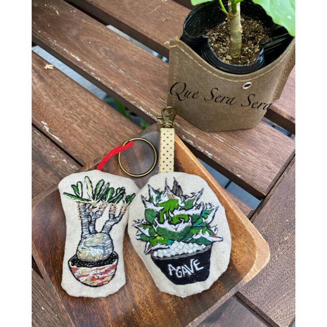 刺繍 キーホルダー ストラップ アガベ チタノタ 多肉植物 ハンドメイド ハンドメイドのファッション小物(バッグチャーム)の商品写真