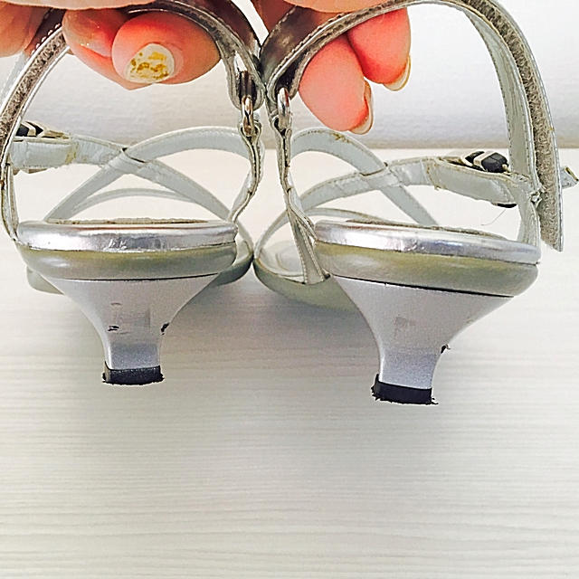 PRADA(プラダ)のPRADA クロスサンダル シルバー♡ レディースの靴/シューズ(サンダル)の商品写真
