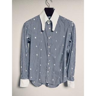エムシックスティーン(M16)のM16 エムシックスティーン ストライプ スカル刺繍 クレリック シャツ(シャツ)