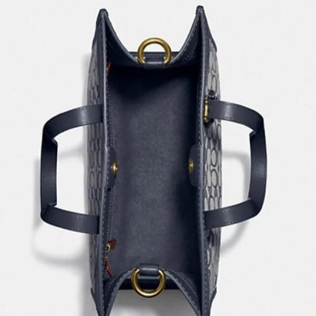 COACH(コーチ)のコーチ フィールド トート 30 シグネチャー ジャカード c3282 レディースのバッグ(トートバッグ)の商品写真