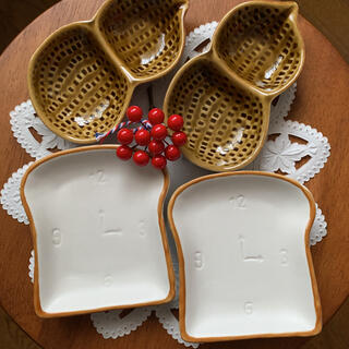 ピーナツボウル 落花生 2つ パン型 小皿2つのセット