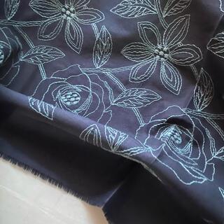 日本製の高級刺繍生地★ローズのようなお花柄