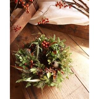 秋冬のアンティークリース。赤い実が可愛い木の実のリース。ドライフラワーリース。(リース)