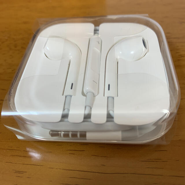 iPhone 純正 イヤホン スマホ/家電/カメラのオーディオ機器(ヘッドフォン/イヤフォン)の商品写真