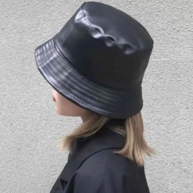 Ameri VINTAGE(アメリヴィンテージ)の【秋冬新作!】レザー バケットハット リバーシブル レザー✖︎ボア ブラック レディースの帽子(ハット)の商品写真