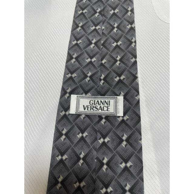 Gianni Versace(ジャンニヴェルサーチ)のジャンニ・ヴェルサーチ ネクタイ【美品】パターン柄 グルカ模様 メデューサロゴ メンズのファッション小物(ネクタイ)の商品写真