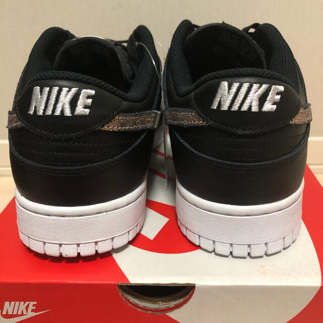 NIKE(ナイキ)の【送料込み★】NIKE WMNS DUNK LOW SE 29㎝ アニマル柄 メンズの靴/シューズ(スニーカー)の商品写真