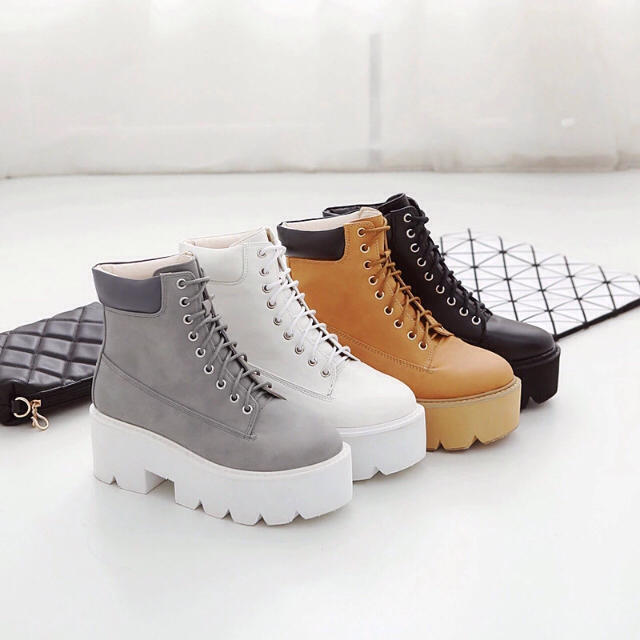 レディース人気ブーツ‼️グレー レディースの靴/シューズ(ブーツ)の商品写真