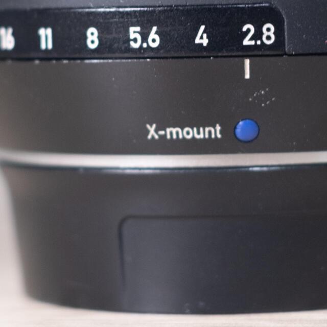 富士フイルム(フジフイルム)のCarl Zeiss  Touit 2.8/12  富士フィルム Xマウント スマホ/家電/カメラのカメラ(レンズ(単焦点))の商品写真
