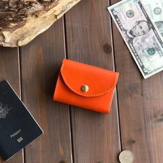 イタリアンレザーを使ったオレンジ色の三つ折り財布 本革
