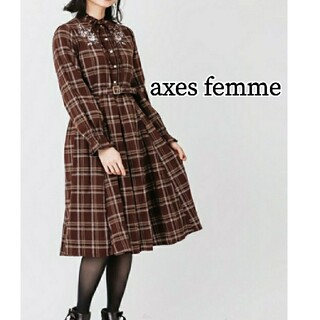 アクシーズファム(axes femme)の【新品】 axes femme 刺繍チェックワンピース(ひざ丈ワンピース)
