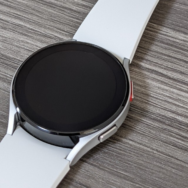 SAMSUNG(サムスン)のGalaxy watch4 40mm シルバー スマホ/家電/カメラのスマートフォン/携帯電話(その他)の商品写真