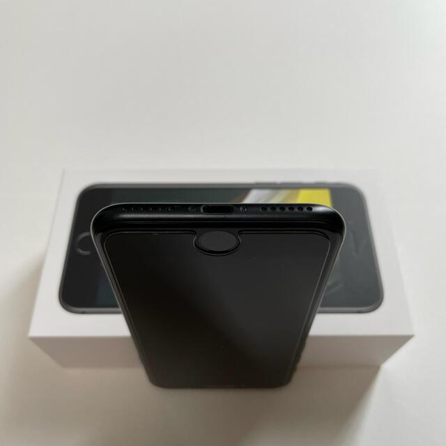 Apple(アップル)のApple iPhone SE 第2世代 256GB ブラック iOS14.8 スマホ/家電/カメラのスマートフォン/携帯電話(スマートフォン本体)の商品写真