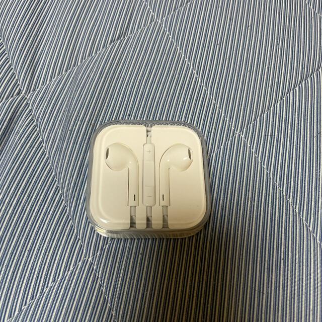 Apple(アップル)のイヤホン スマホ/家電/カメラのオーディオ機器(ヘッドフォン/イヤフォン)の商品写真