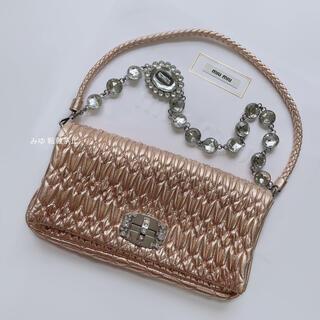 ミュウミュウ(miumiu)の《極美品レア》ミュウミュウ ナッパクリスタル ピンクゴールド(ハンドバッグ)