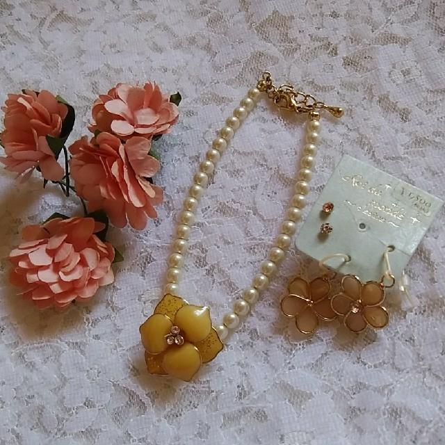 💟ベージュのお花ブレスレット&ピアス幸せセット💞約17~18㎝💟 レディースのアクセサリー(ブレスレット/バングル)の商品写真